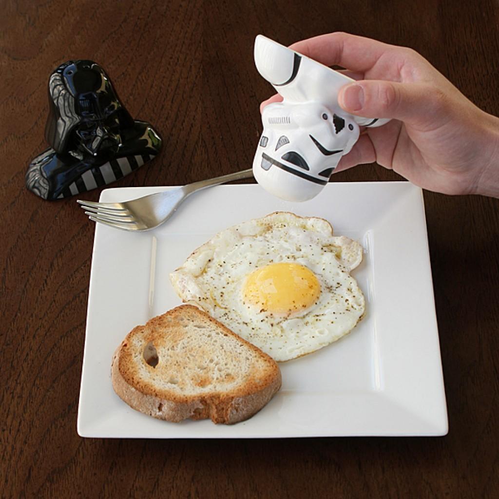 Star wars salt pepper shakers - Darth vader and stormtrooper salt and pepper shakers ...